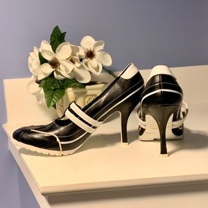 🖤MAKE OFFER🖤Soda black/white heels🖤